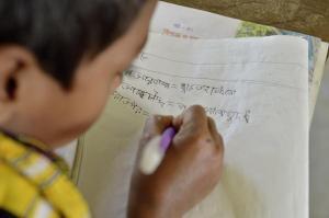 Foto: Thomas Einberger Unterricht in der behindertengerechten Schule in Sreepur Union, die auch als Fluchtraum für Flutkatastrophen dient.