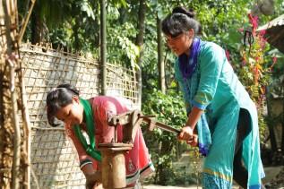 Kalsindur Moyana holt Wasser
