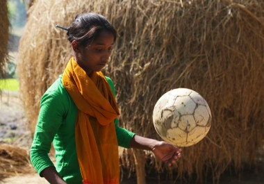 Kalsindur Sajeda mit Ball2