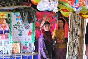 Sahera in der Hütte mit Cousine